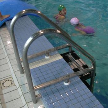 Echelle-amovible-piscine-publique